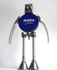 sculpture robot nivea by Gille monte ruici