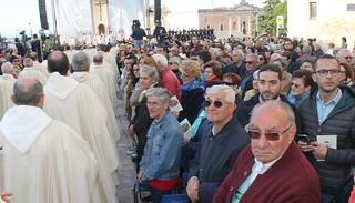 Alcuni turesi presenti tra il pubblico in piazza Castello