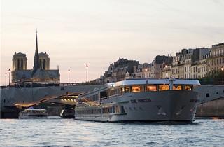 El Seine Princess, con Nôtre Dame de Paris al fondo.