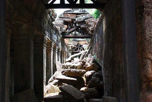 crumbling roof in Preah Khan
