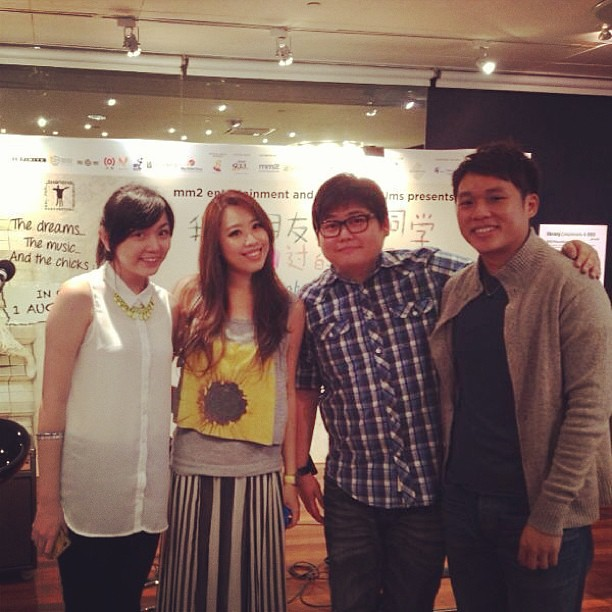 With '小胖' and Xiaoting and Darryl from Replugged Music School. #replugged #that girl in pinafold #esplanade #xinyao