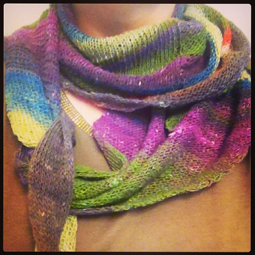 Finalmente !!! #windward #heidikirrmaier #cheaphappiness #ravelry #kint # knitting # noro #lavoroamaglia #sekku #fattoamano #handmadewithlove #serialknitters #shawl