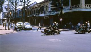 Saigon 1971 - Tu Do Street - nay là ngã tư Đồng Khởi-Mạc Thị Bưởi