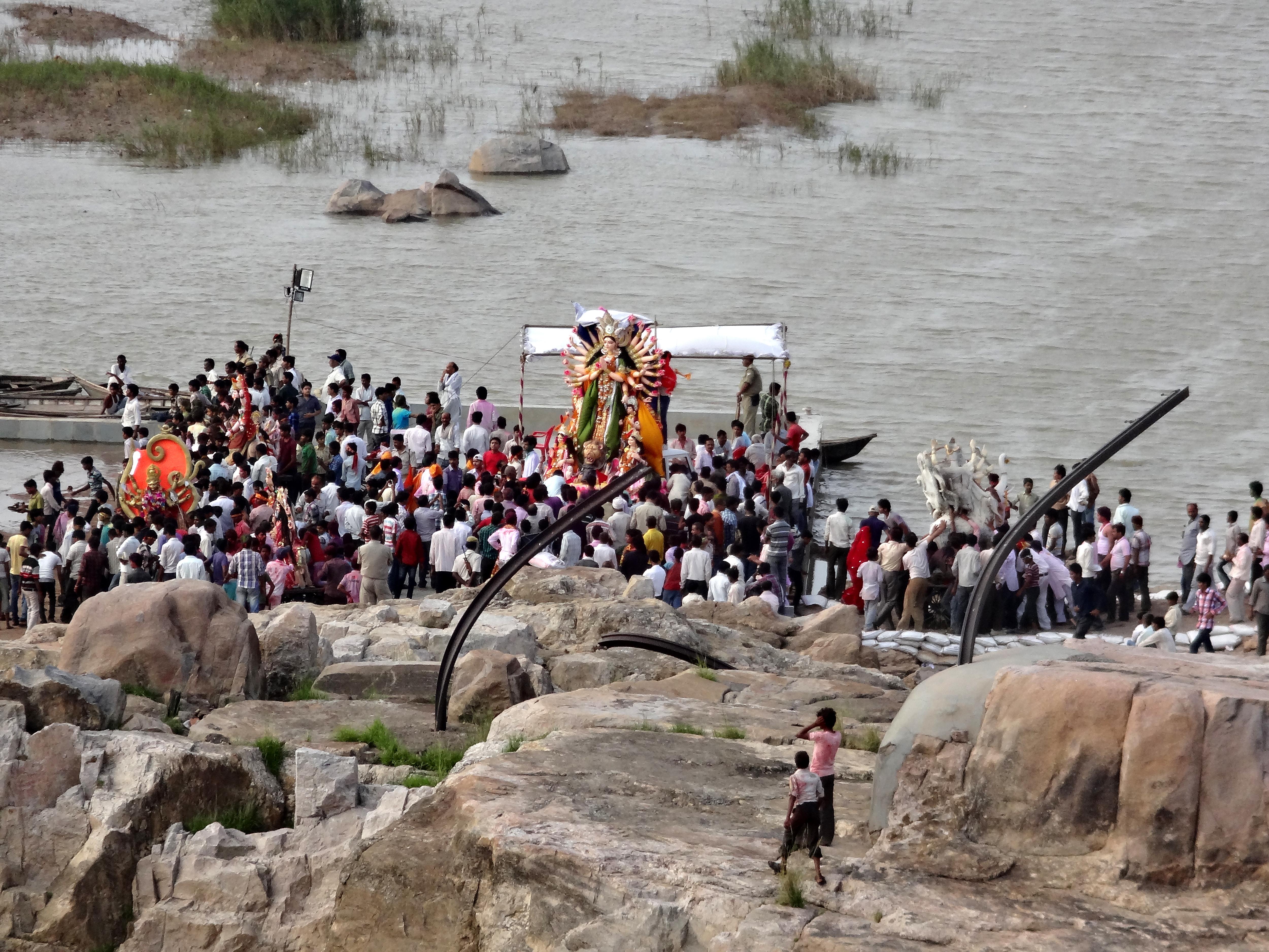 मूर्ति विसर्जन के बाद नदी को साफ करने का इलाहाबाद हाइकोर्ट का आदेश