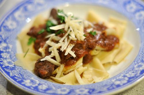 Spaghetti med kødsovs: Pappardelle med vildsvineragout