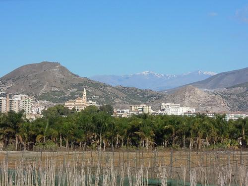 Motrilの街と雪山