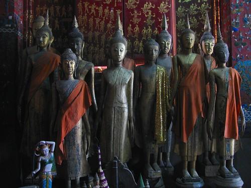 Figuras de Buda en capilla funeraria real