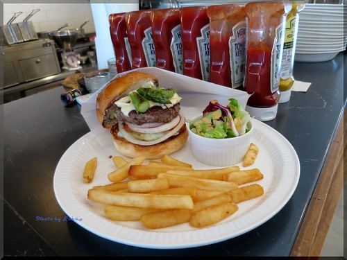 Photo:2014-05-07_ハンバーガーログブック_【恵比寿】Burger Mania Ebisu(バーガーマニア恵比寿) 季節の野菜アスパラを合わせました!-04 By:logtaka