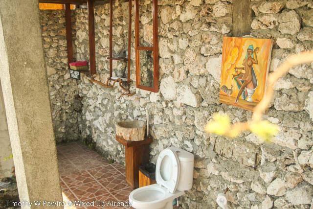 Indonesia - Sumba - Tarimbang - Peter's Magic Paradise - The bathroom - Accessories