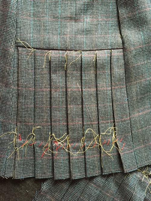 Quart coat pleats