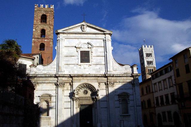 Otra iglesia de la ciudad. © Paco Bellido, 2003