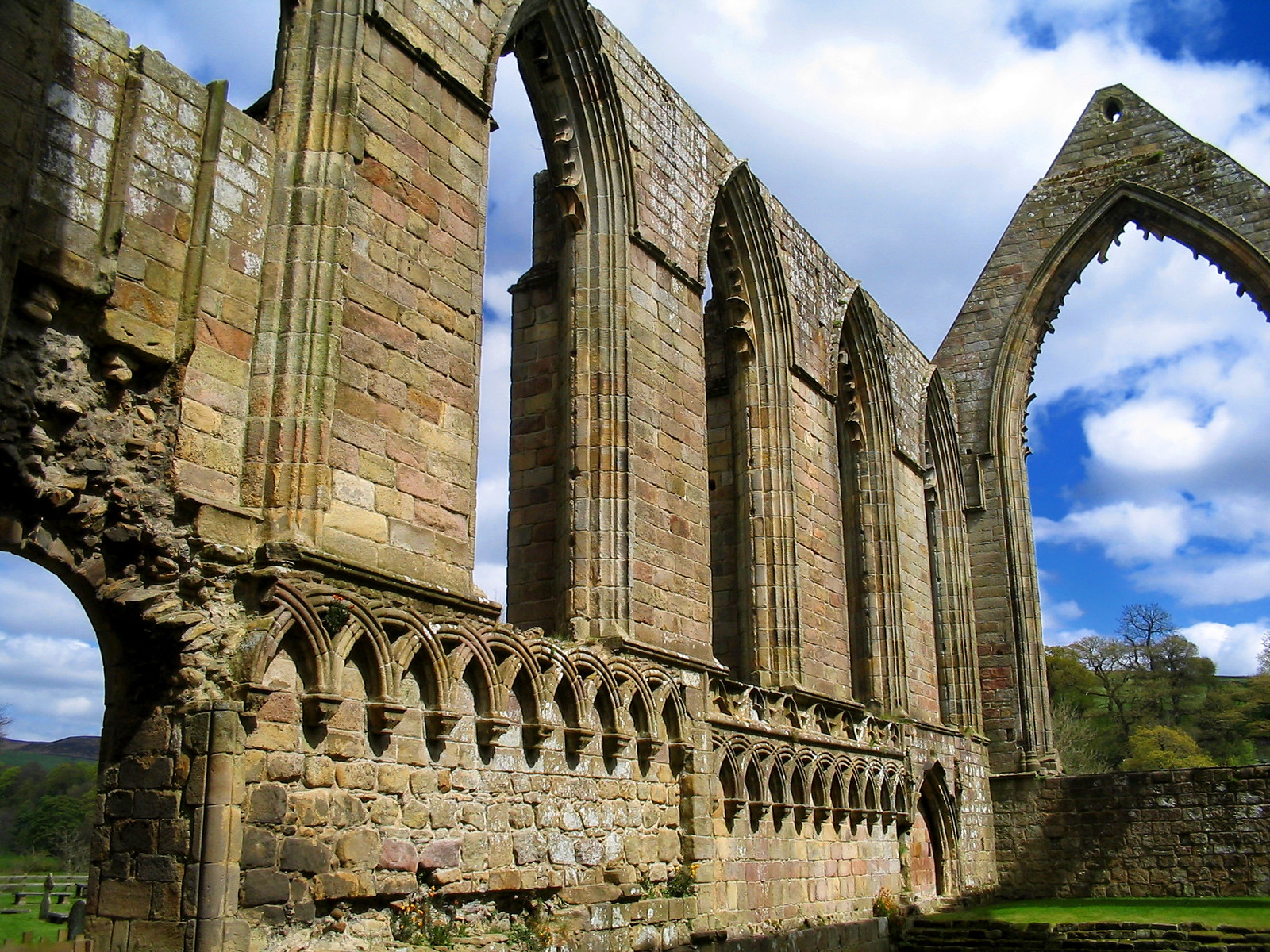 Bolton Abbey. Credit Dbenbenn