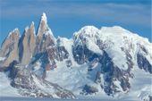 """Unterwegs auf der """"Vuelta"""", Cerro Torre vom Inlandeis. Foto: Günther Härter."""