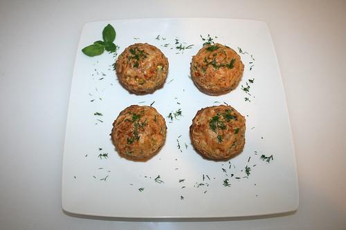 46 - Lachs-Zucchini-Muffins - serviert / Salmon zucchini muffins - served