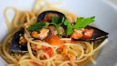 vegetable(0.0), clam sauce(0.0), linguine(0.0), produce(0.0), spaghetti alle vongole(1.0), bucatini(1.0), spaghetti(1.0), seafood(1.0), pasta(1.0), spaghetti aglio e olio(1.0), food(1.0), dish(1.0), cuisine(1.0), mussel(1.0),
