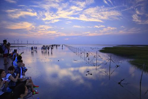 sunset sun reflection windmill canon landscape wind taiwan 夕陽 taichung 台灣 turbine 風景 wetland 台中 濕地 風車 清水 高美 gaomei 風力發電 倒影 kaomei 風景攝影 5d2