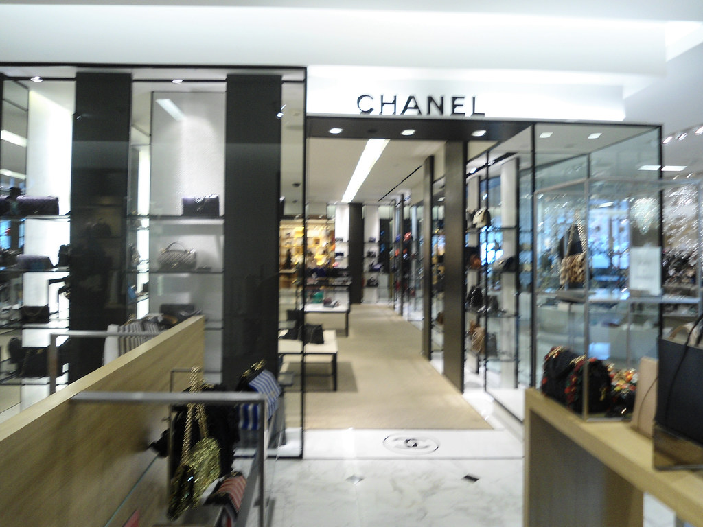 ... Saks Fifth Avenue Chanel Boutique Beverly Hills CA  9a81bd2a0bec