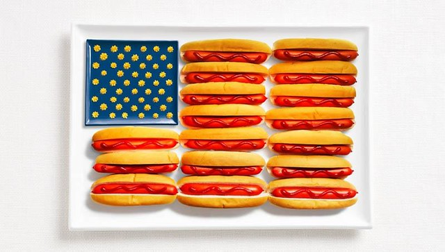 hot dogs make the shape of the american flag