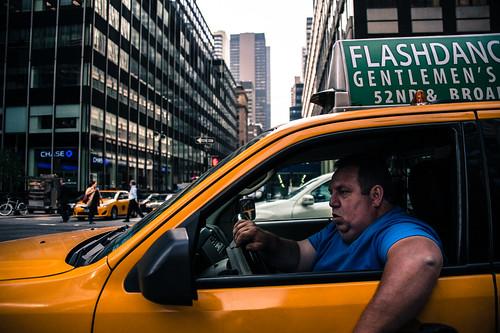 学歴ないし体力ないし営業も向いてないし歳だし、タクシーの運転手にでもなるしかないのか?