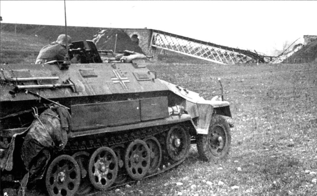 SdKfz 251/1 Hanomag Ausf. c . 9508334362_2e8b23edae_b