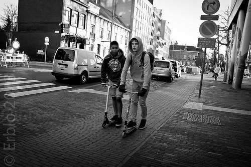 Skipping school today ? Streetphotography, Fujifilm X10; B&W
