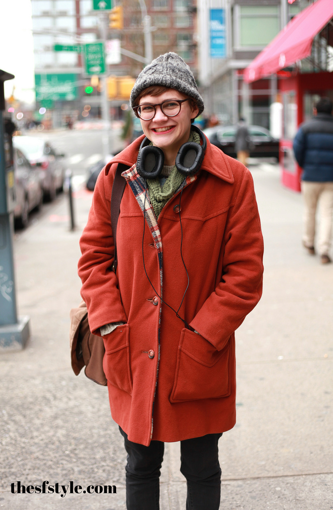 headphones, orange coat, new york streetstyle fashion blog, STREETFASHIONSTYLE, street fashion style,