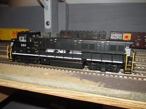 "An H.O Scale model of a modern Norfolk Southern Railroad EMD ""Genset"" Hybrid diesel electric switcher locomotive. by Eddie from Chicago"