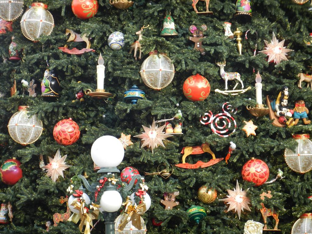Un séjour pour la Noël à Disneyland et au Royaume d'Arendelle.... - Page 3 13670581363_9da6b651bf_b