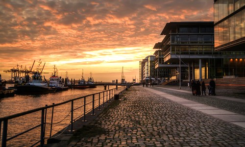 sunset reflection port harbor sonnenuntergang hamburg hafen elke tugboats schlepper architectur körner pentaxk7 körnchen59