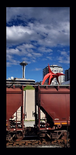 seattle sculpture train washington spaceneedle oblong