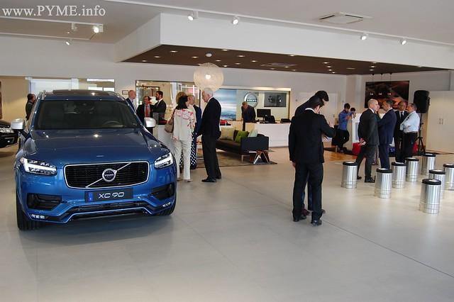 Nuevas instalaciones de Automóviles Bazago, con el Volvo XC90 en primer plano.