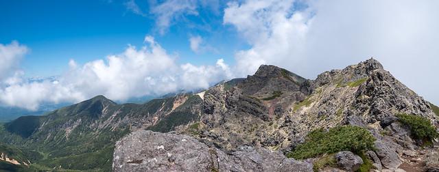 これから向かう三叉峰、無名峰、奥の院@石尊峰付近