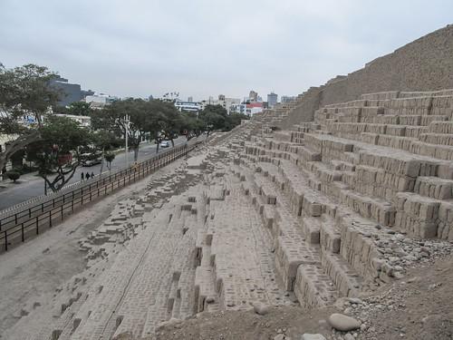 Lima: la huaca  Pucllana