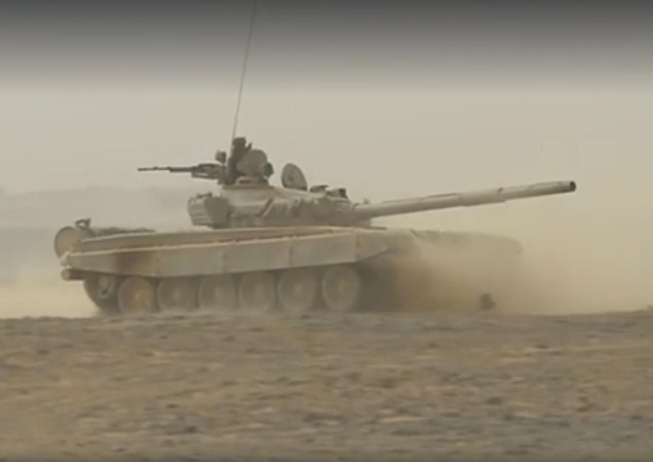 صور دبابات قتال رئيسية الجزائرية T-72M/M1/B/BK/AG/S ] Main Battle Tank Algerian ]   - صفحة 2 27844773276_82c0d9f77d_o