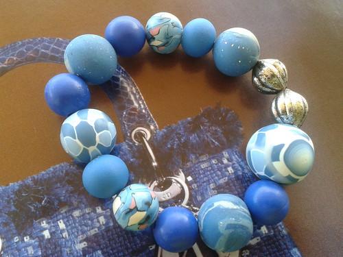 brazalete bolas azul by beasabine