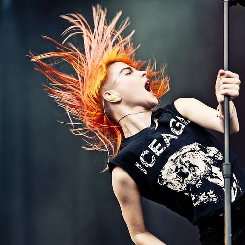 Paramore-zangeres Hayley Williams gaat uit haar dak