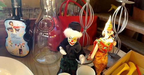 doll dolls clown liqueur fleemarket docka loppis glassbottle paradiset likör dockor flaska årjäng johanstrauss tvärdalen glasflaska johanstraussliqueur