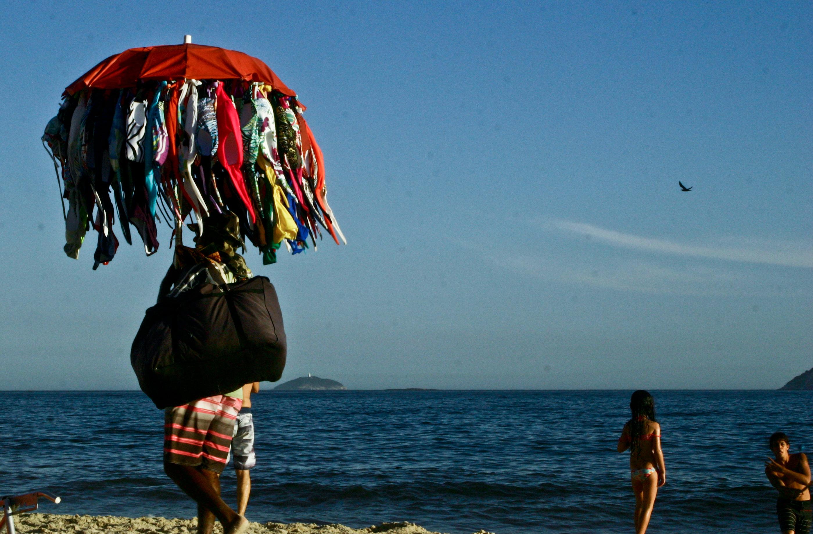 Vendedor de trajes de baño, Ipanema, Río de Janeiro. Autor, Patricio Irisarri