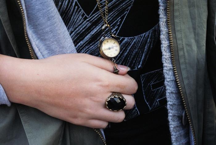 naszyjnik z zegarkiem