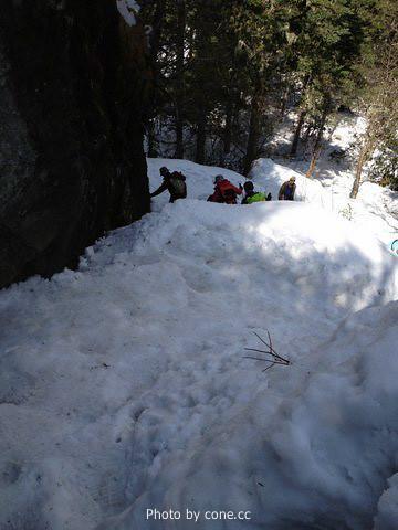 很陡的雪坡