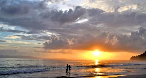 sunset india seascape silhouette reflections couple bayofbengal touristdestination seabath radhanagarbeach havelockisland andamanandnicobarislands nikond3100 veilofclouds