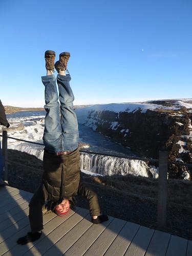 71. gulfoss headstand