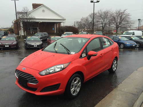 Ford Fiesta SE (2014) in red