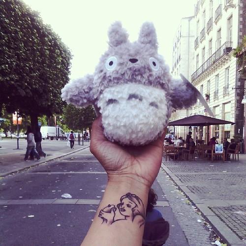 Totoro se fait un #selfie Nantais. #totoro #selfie #nantes #blancheneige #snowwhite