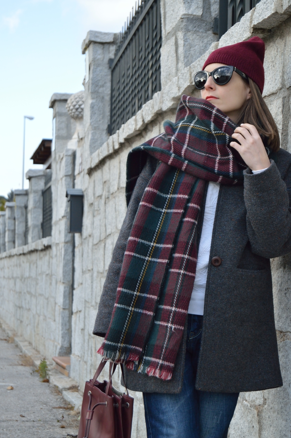 lara-vazquez-mad-lula-burgundy-ootd-fashion-style