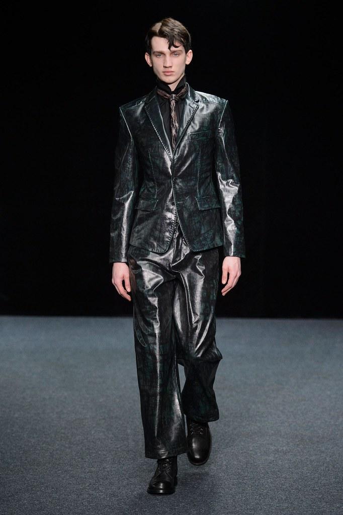 Eugen Ivanov3058_FW15 Paris Songzio(fashionising.com)