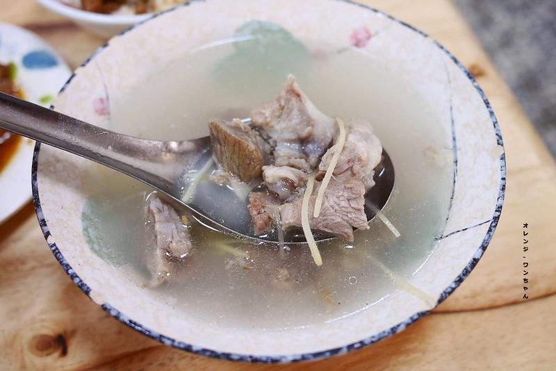 16556697871 260e9c6643 c - 鬍鬚爌肉 │南屯區:脆筍干加肥美爌肉才是台灣味早餐王道~還有餛飩湯跟骨仔肉湯也是限量好料必點