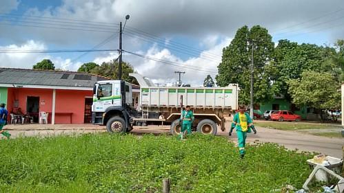 Depois de uma semana a coleta de lixo passou em Ferreira Gomes. Os garis ainda estão há dois meses sem receber.