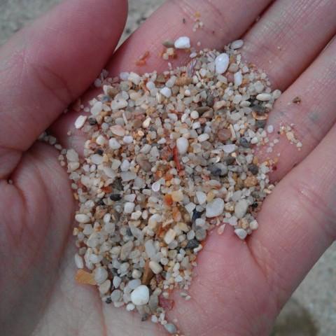 Het zand is daar geen zand, op het strand.
