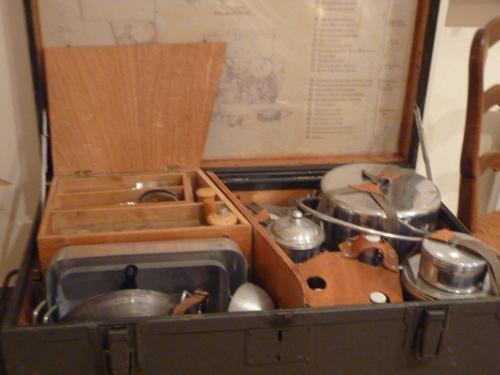Le mus e des ustensiles de cuisine anciens saint denis la chevasse une cuiller e pour papa for Ustensiles de cuisine belgique